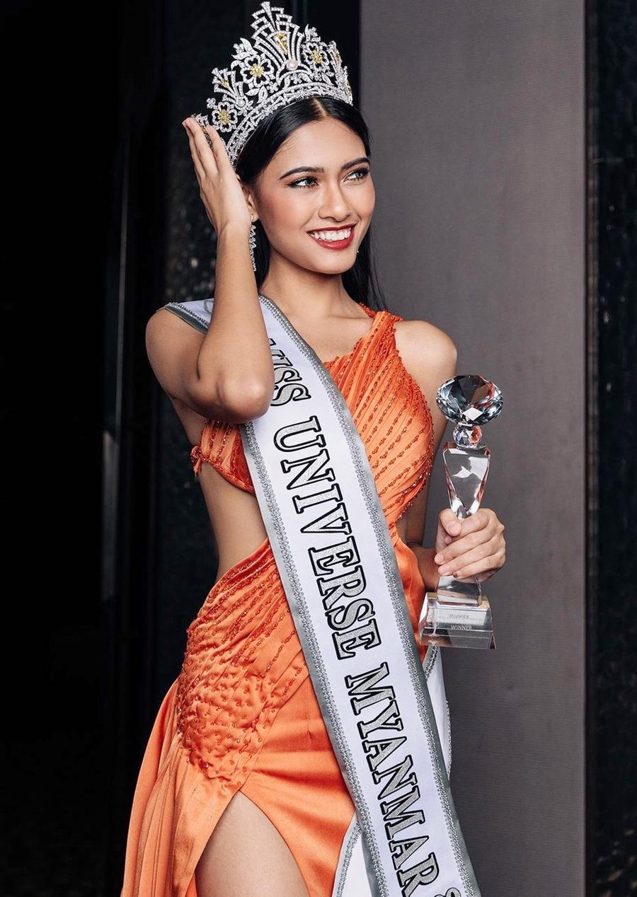 Thuzar Wint Lwin 22 tuổi, sinh ra tại Yangon. Cô hiện là sinh viên năm cuối khoa tiếng Anh, Đại học East Yangon. Ngoài ra, cô là người mẫu, beauty blogger.