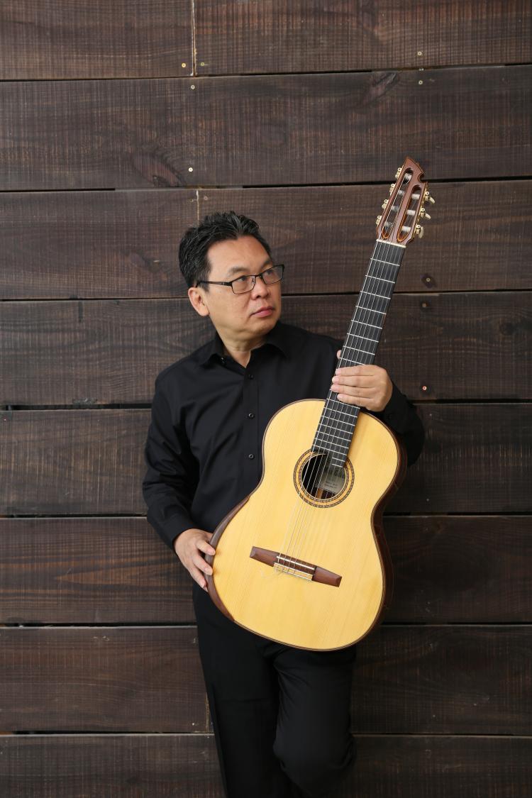 Guitarist Trần Hoài Phương hạnh phúc khi được sống và theo đuổi đam mê với âm nhạc, nghề ngân hàng.