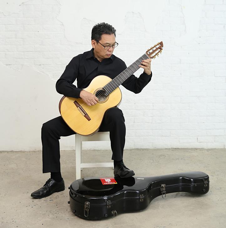 Trần Hoài Phương là người nuôi dưỡng đam mê nghệ thuật khi ra mắt nhiều CD về âm nhạc.