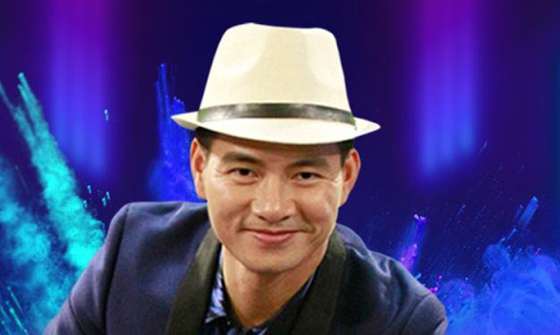 Xuân Bắc nhận danh hiệu Nghệ sĩ Ưu tú năm 2016. Ảnh: Xuân Bắc Official.