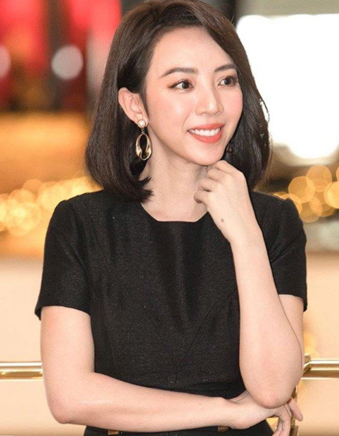 Thu Trang nói nhược điểm của chị là cơ mắt bị sụp, vì vậy phải sang Hàn Quốc phải kéo lên một chút mới đẹp