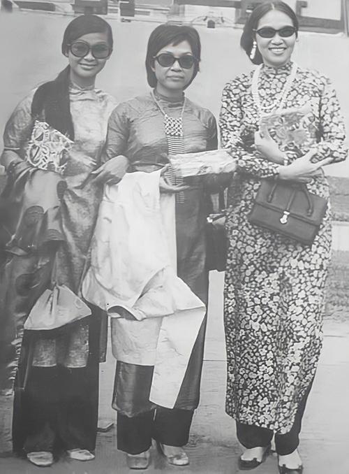 Từ phải qua: Thái Thanh, Lệ Thu, Khánh Ly - ba giọng ca hàng đầu nhạc Việt trước năm 1975. Ảnh: Tư liệu.