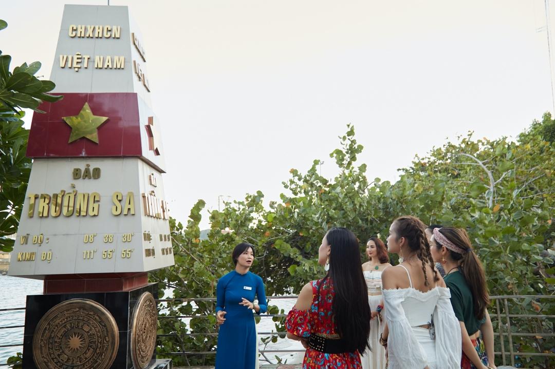 Trước đó, họ tìm hiểu về Viện Hải dương học Nha Trang.