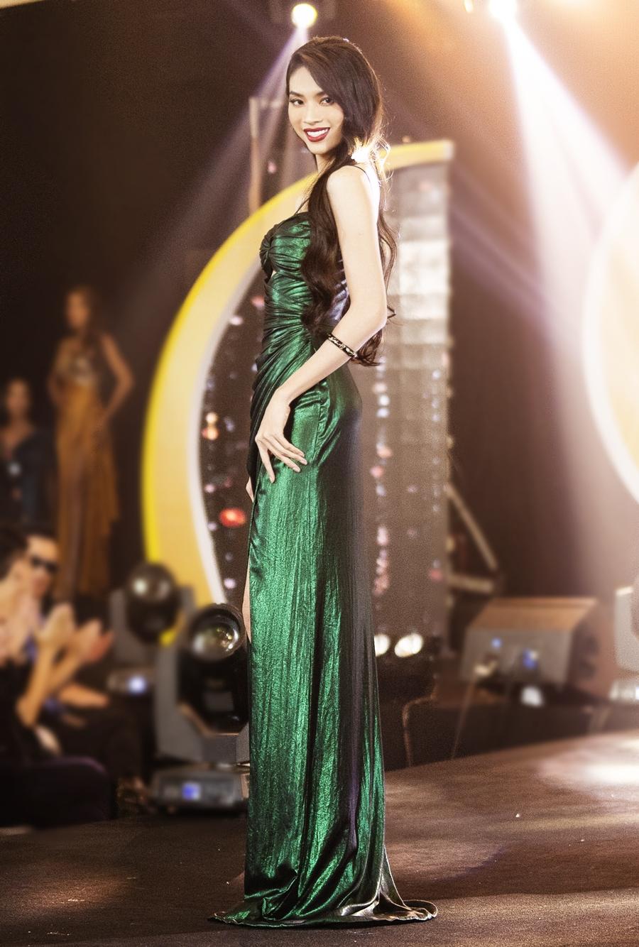 Mộng Thường được Cindy Thái Tài khen có vóc dáng hoa hậu và nỗ lực trong từng phần thi. Người đẹp sinh năm 1995, cao 1,76 m, nặng 50 kg, số đo 77 - 59 - 87 cm. Cô được đánh giá là ứng viên cho ngôi vị quán quân.