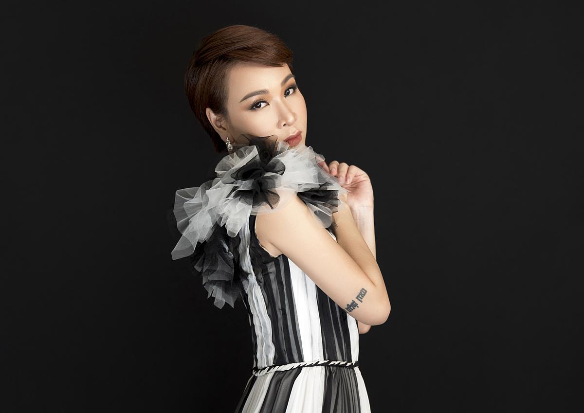 Uyên Linh được giới chuyên môn và khán giả đánh giá cao chất giọng nội lực, ghi điểm với lối hát tự sự, giàu cảm xúc.
