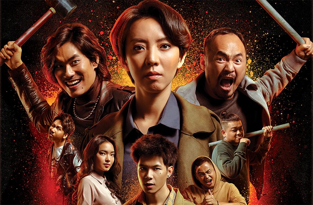 Thu Trang (giữa, hàng trên) bên các diễn viên trong Chị Mười Ba: Ba ngày sinh tử. Ảnh: Galaxy.