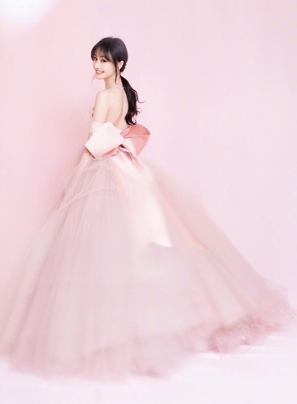 Trịnh Sảng từng được mệnh danh Nữ thần thanh xuân nhờ hình tượng ngọt ngào trên phim, ngoài đời. Ảnh: Sina.