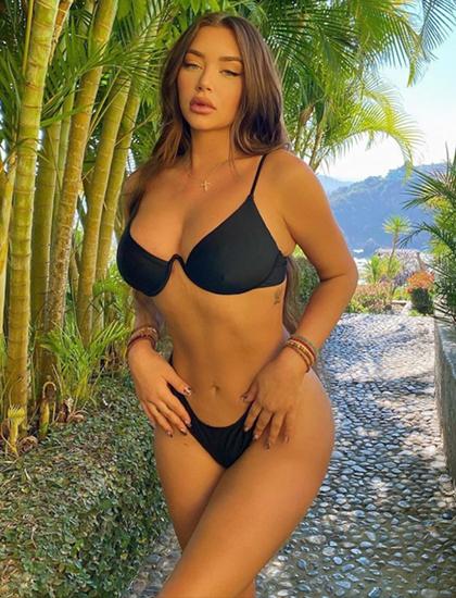 Đồng hành chị em nhà Jenner trong chuyến đi, Stassie Karanikolaou - cô bạn thân của Kylie - cũng chia sẻ các hình ảnh ở khu nghỉ dưỡng.