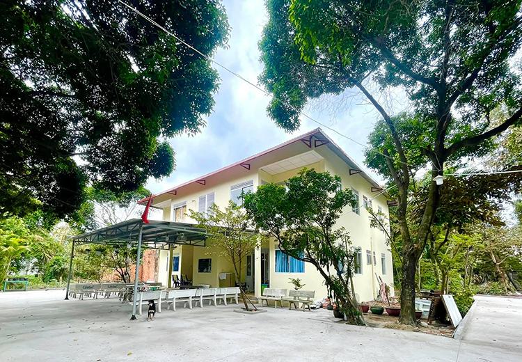 Viện dưỡng lão nghệ sĩ với mái che, sân, tường... khang trang sau khi được tu sửa. Ảnh: Trịnh Kim Chi.