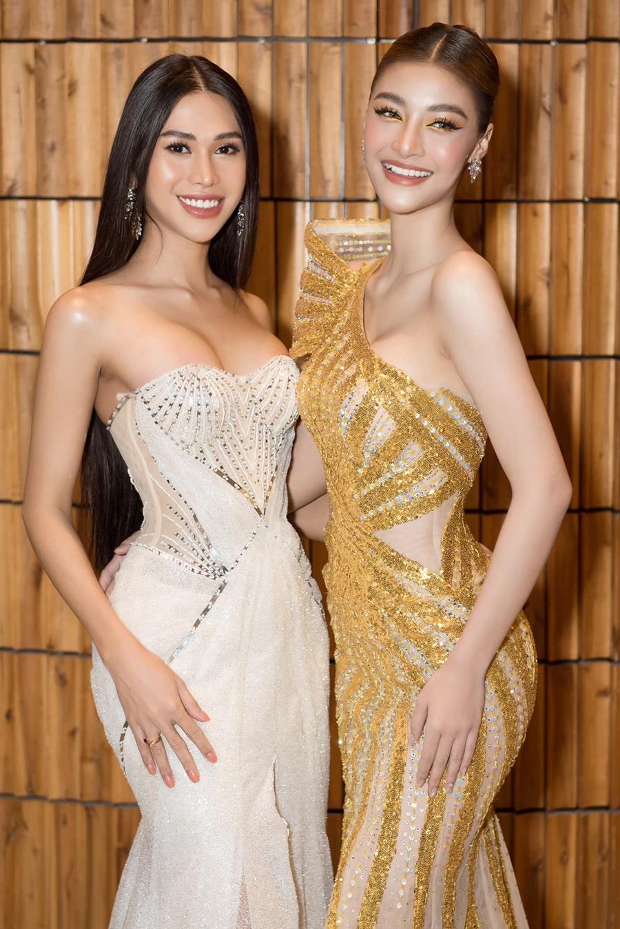 Đại Dương đọ dáng bên huấn luyện viên Kiều Loan khi tham gia gala Ngôi sao của năm hôm 19/1. Ảnh: Ngô Viết Đại Dương.