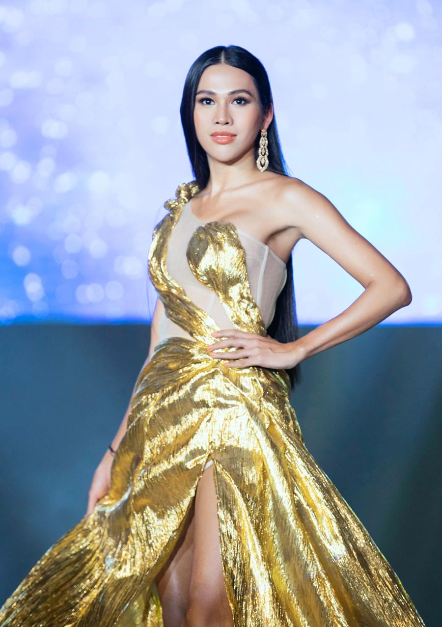 Đại Dương là một trong ba thí sinh được quay lại đêm chung kết phát sóng tối 24/1 nhờ số phiếu bình chọn của khán giả. Trên sân khấu, cô ghi điểm với gương mặt đẹp, thần thái tự tin và khả năng trình diễn tốt. Ảnh: Đại sứ hoàn mỹ team.