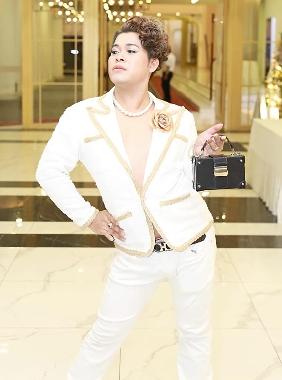 Vũ Thu Phương ở đời thường. Ngoài công việc làm mẫu, dự sự kiện, cô kinh doanh cá viên chiên. Ảnh: Facebook Thu Phương.