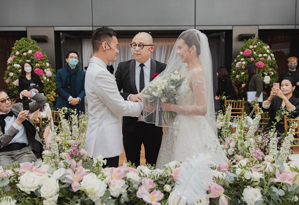 Chu Tuệ Mẫn cho biết cảm động khi chồng nâng voan che mặt. Hai người hẹn hò tám tháng trước khi kết hôn.