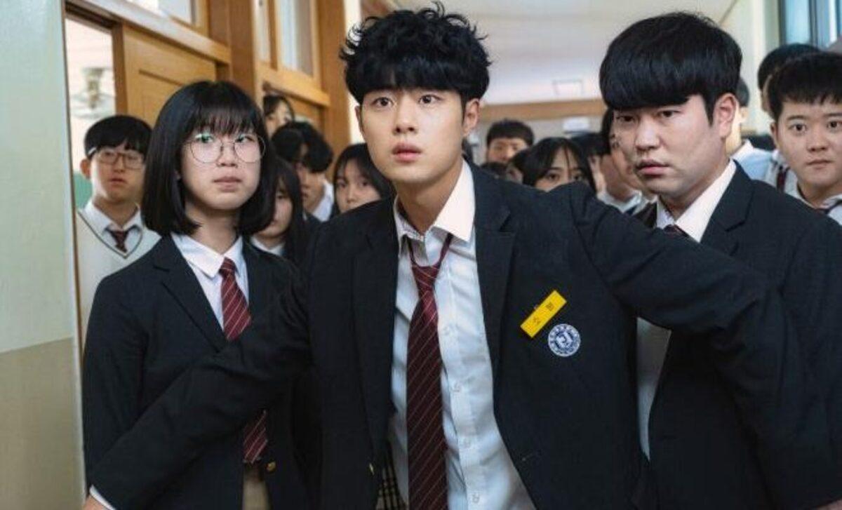 Jo Byung Gyu tạo điểm nhấn nhờ lối diễn đa dạng, khắc họa được sự trưởng thành của nhân vật chính. Ảnh: Netflix.