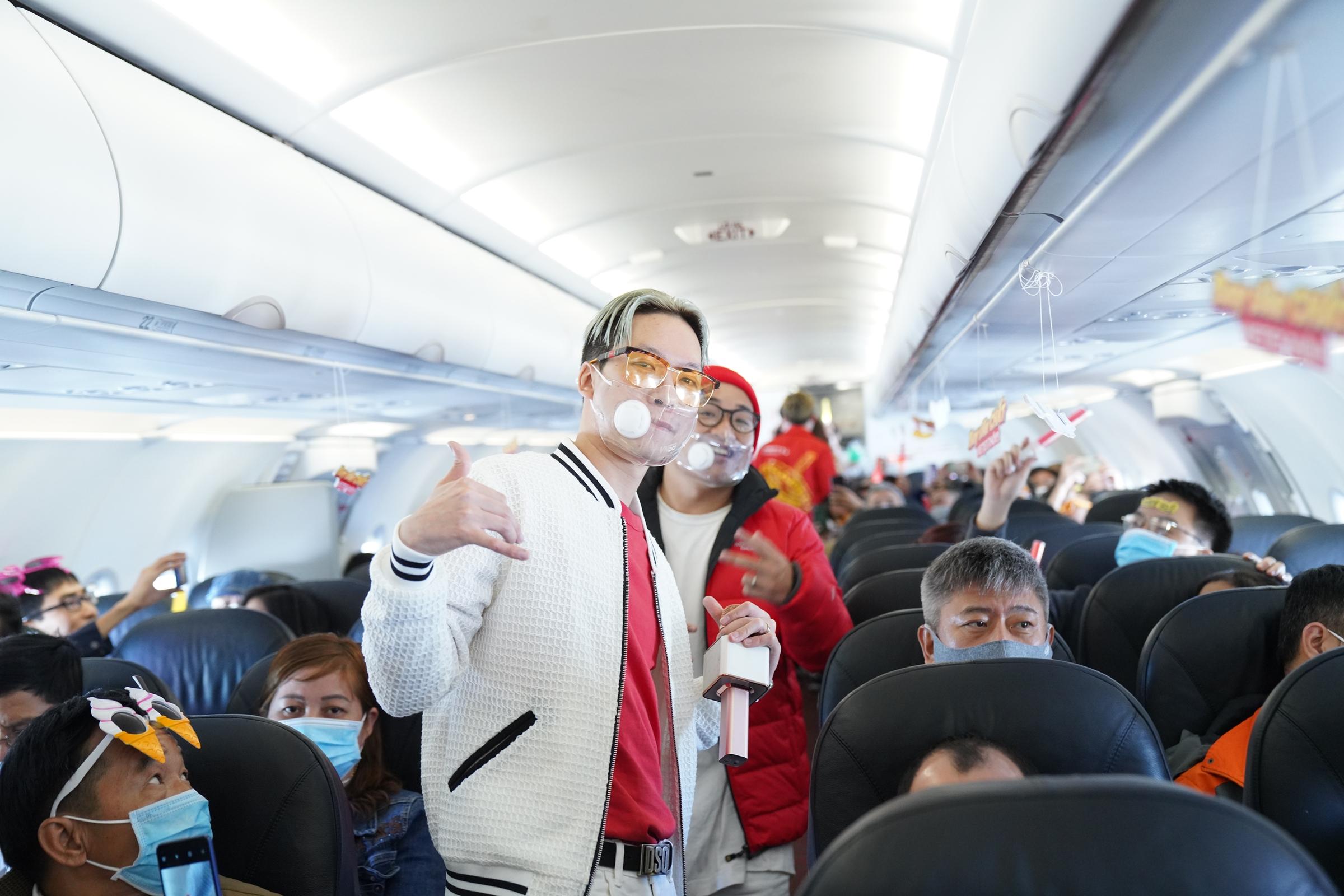 Sự kiện giới thiệu MV trên chuyến bay Vietjet ở độ cao 10.000 m mang tới cho khán giả lẫn nghệ sĩ trải nghiệm chưa từng có.