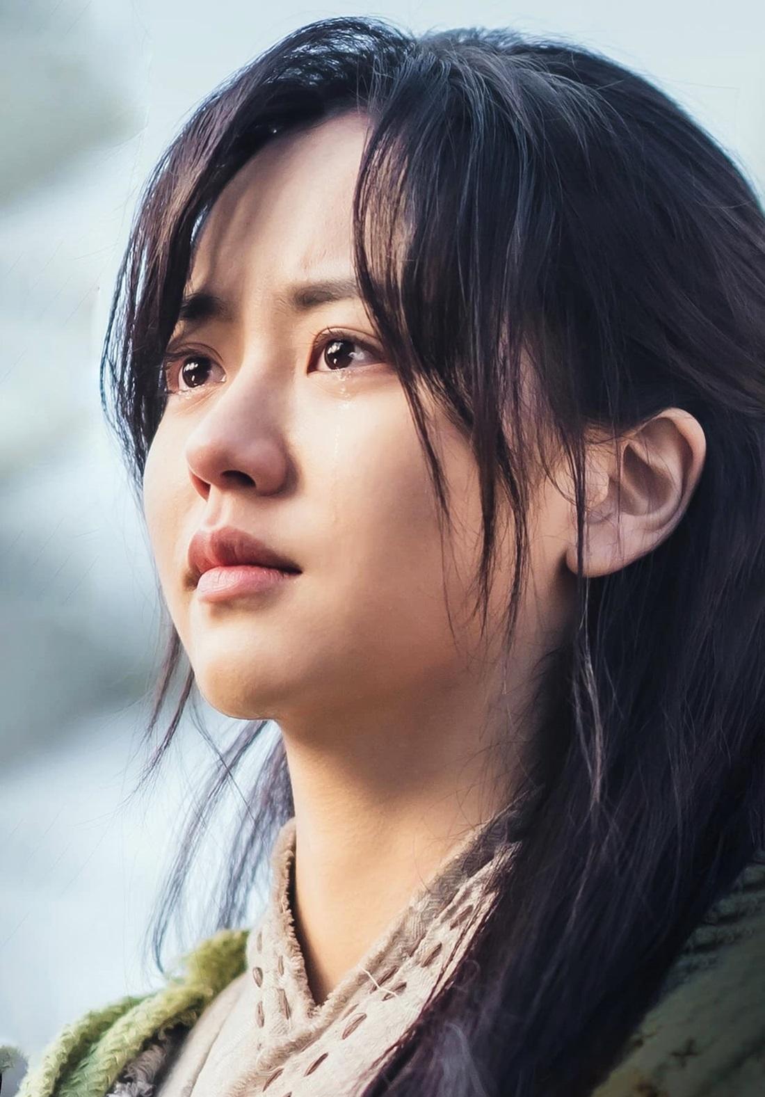 Theo Newsen, đạo diễn đánh giá cao diễn xuất lẫn tạo hình Kim So Hyun, tương đồng 100% nhân vật được miêu tả trong nguyên tác. Ê-kíp sản xuất và các đồng nghiệp khen diễn viên trẻ nhiệt huyết, có sự chuẩn bị đặc biệt, nhất là trong những cảnh hành động phức tạp.