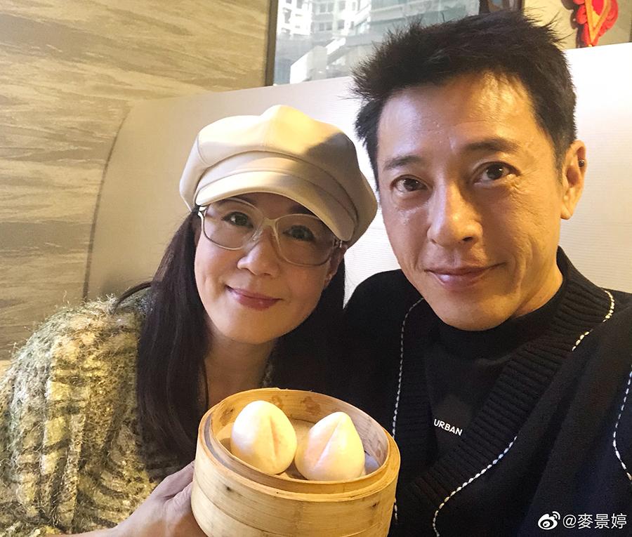 Lữ Tụng Hiền đón sinh nhật bên vợ. Ảnh: Weibo/Maijingting.