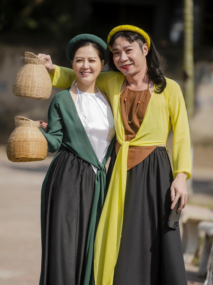 NSND Công Lý (trái) và ca sĩ Đinh Hiền Anh. Ảnh: Hoàn Như.
