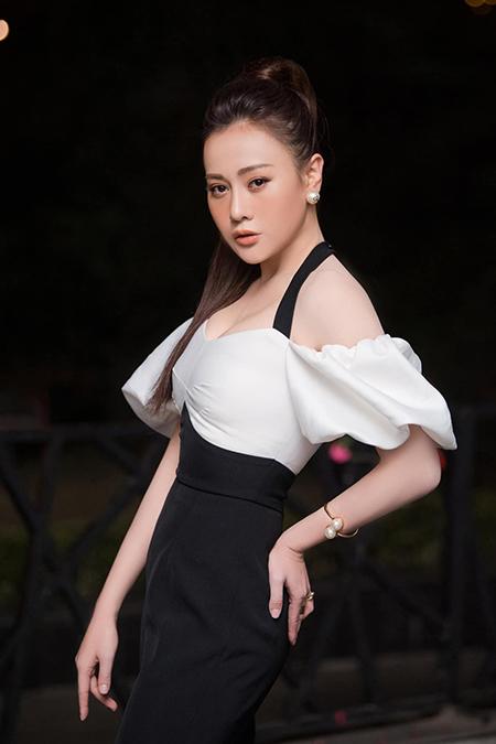 Diễn viên Phương Oanh hiện sống độc thân. Ảnh: Vũ Toàn.
