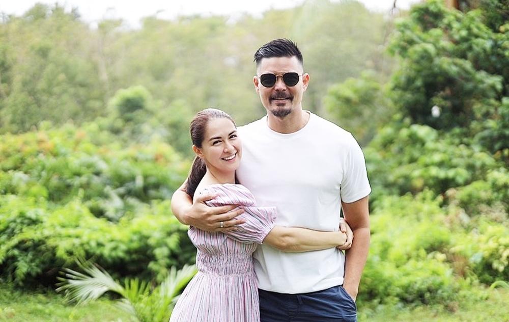 Ngày 13/2 (mùng Hai Tết Tân Sửu), Dingdong Dantes và diễn viên Marian Rivera đồng loạt đăng ảnh nghỉ dưỡng ở ngoại ô Philippines.
