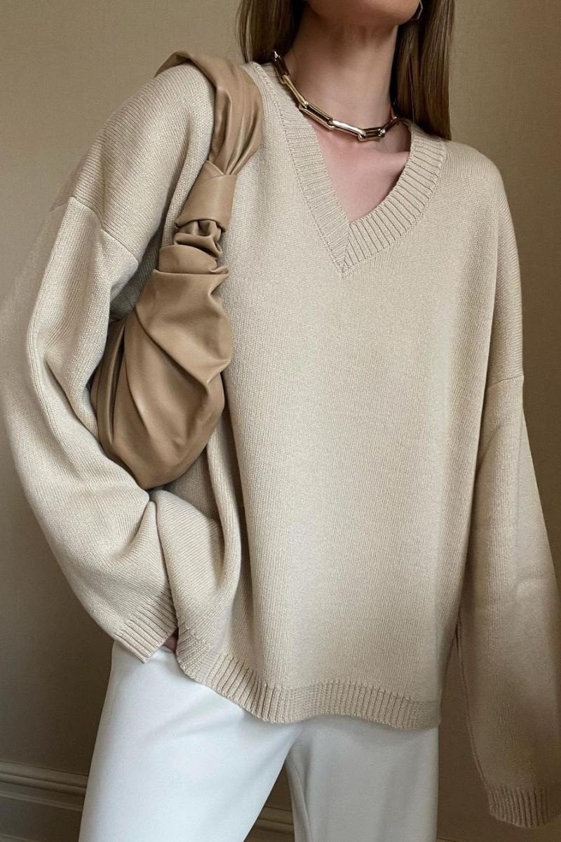 Siêu mẫu, diễn viên Rosie Huntington-Whiteley khoe túi Croissant trên trang Instagram cá nhân. Cựu thiên thần Victorias Secrect còn tag thương hiệu của nhà mốt Việt vào bức ảnh.
