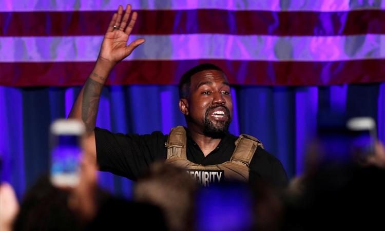 Kanye West khóc khi nhắc đến vợ con trong buổi vận động tranh cử tại South Carolina hồi tháng 7. Ảnh: Reuters.