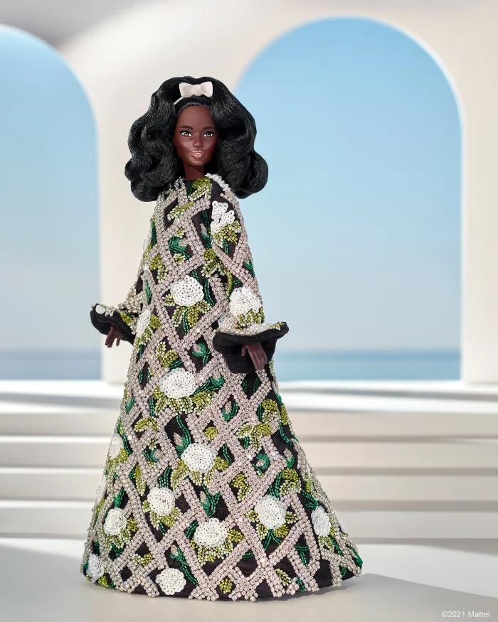 Búp bê Barbie diện thiết kế của Richard Quinn.
