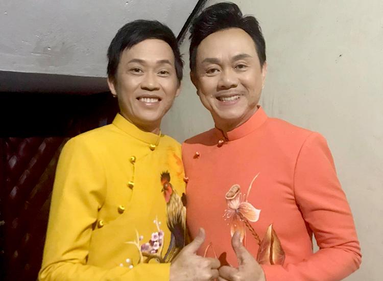 Hoài Linh (trái) bên Chí Tài - đàn anh thân thiết nhất sự nghiệp. Ảnh: Fanpage Võ Hoài Linh.