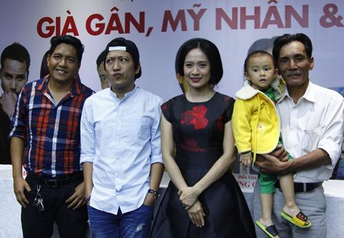 Từ trái qua: đạo diễn Đức Thịnh, diễn viên hài Trường Giang, nhà sản xuất phim Thanh Thúy và diễn viên Thương Tín.