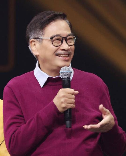Mạnh Đạt trong chương trình của đài Chiết Giang phát hồi giữa tháng. Ảnh: Zhejiang TV.