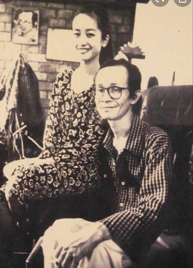 Hồng Nhung và nhạc sĩ Trịnh Công Sơn. Ảnh do nhiếp ảnh gia Dương Minh Long chụp.