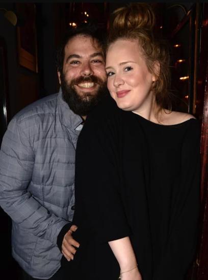 Ca sĩ Adele (phải) và doanh nhân Simon Konecki. Ảnh: Rex.