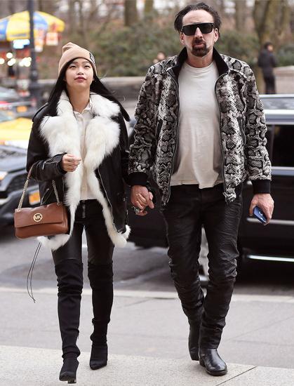 Nicolas Cage (phải) và bạn gái Riko tại New York hồi tháng 3/2020. Ảnh: Splash.