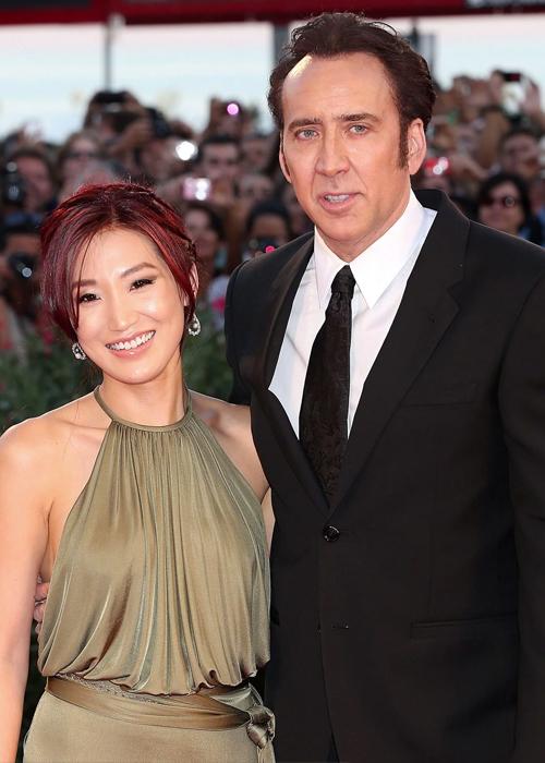 Năm 2004, Nicolas Cage bắt đầu hẹn hò Alice Kim, một phục vụ bàn nhà hàng ở Los Angels nơi anh thường lui tới dùng bữa.