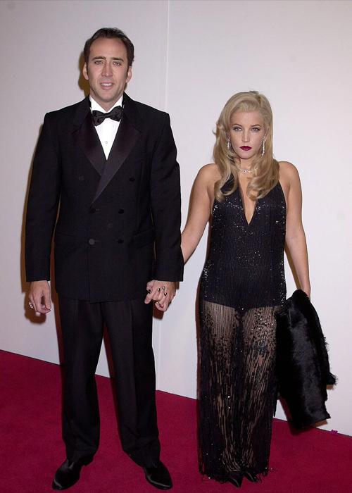 Nicolas Cage và ca sĩ Lisa Marie Presley, con gái duy nhất của ông hoàng rock&roll Elvis Presley, hẹn hò từ tháng 7/2002. Hai người làm đám cưới một tháng sau đó nhưng chấm dứt sau hơn ba tháng làm vợ chồng.