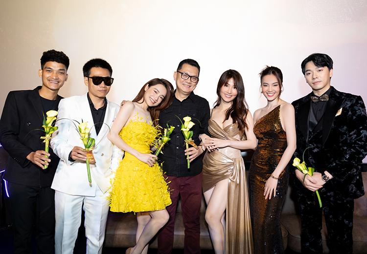 Nghệ sĩ Hữu Châu (giữa) góp mặt với vai phụ. Rapper Wowy (vest trắng) hát nhạc phim.