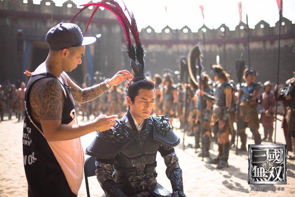 Cổ Thiên Lạc trong vai Lã Bố. Trang Esquire HK nhận xét tài tử thiếu nét mạnh bạo khi đóng chiến thần thời Tam Quốc.