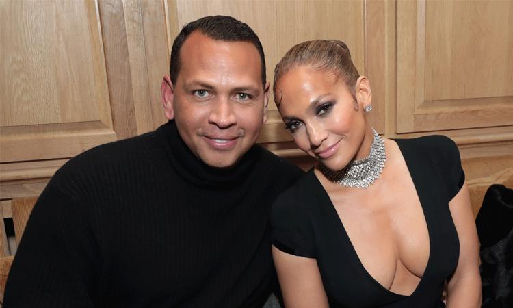 Jennifer Lopez (phải) và Alex Rodriguez. Ảnh: Jennifer Lopez Instagram.