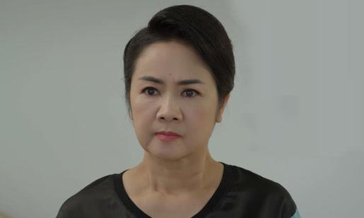 Nghệ sĩ Thu Hà được khán giả khen diễn xuất khi đóng vai bà Bạch Cúc trong phim. Ảnh: VFC.
