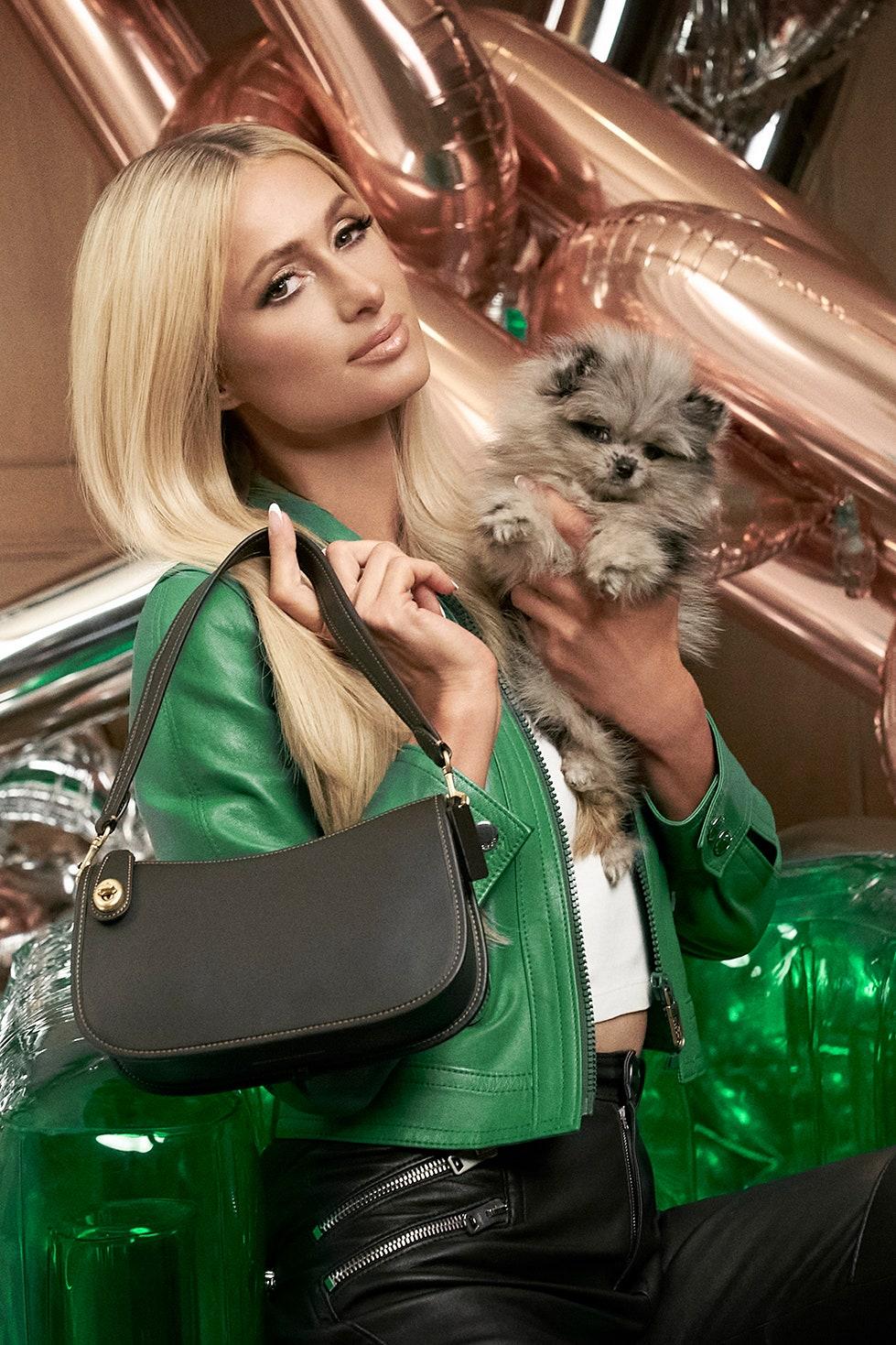 Nhan sắc Paris Hilton ở tuổi 39 trong chiến dịch quảng bá của Coach vào tháng 12/2020. Ảnh: Coach.