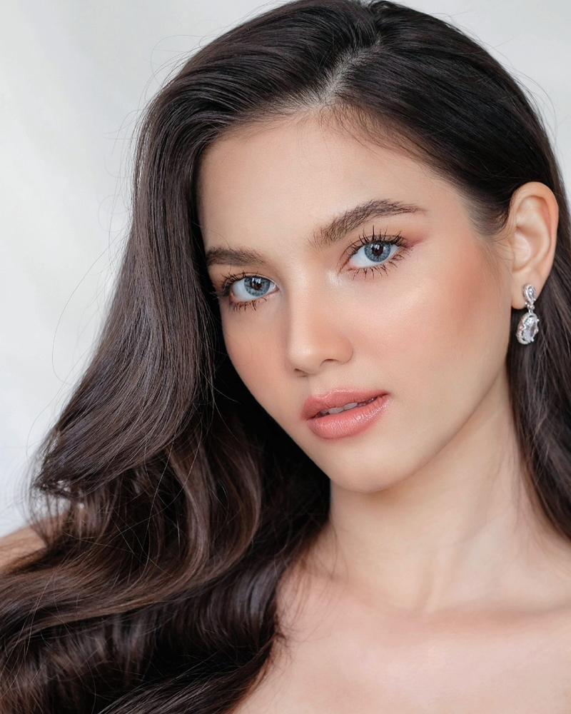 Christina có cha người Lào còn mẹ người Belarus. Trên fanpage cuộc thi Miss Universe Lào, nhiều khán giả khen cô xinh đẹp, gợi cảm, kỳ vọng cô vào top 10. Một số khác cho rằng ban giám khảo nên chọn người trẻ hơn để thi quốc tế.