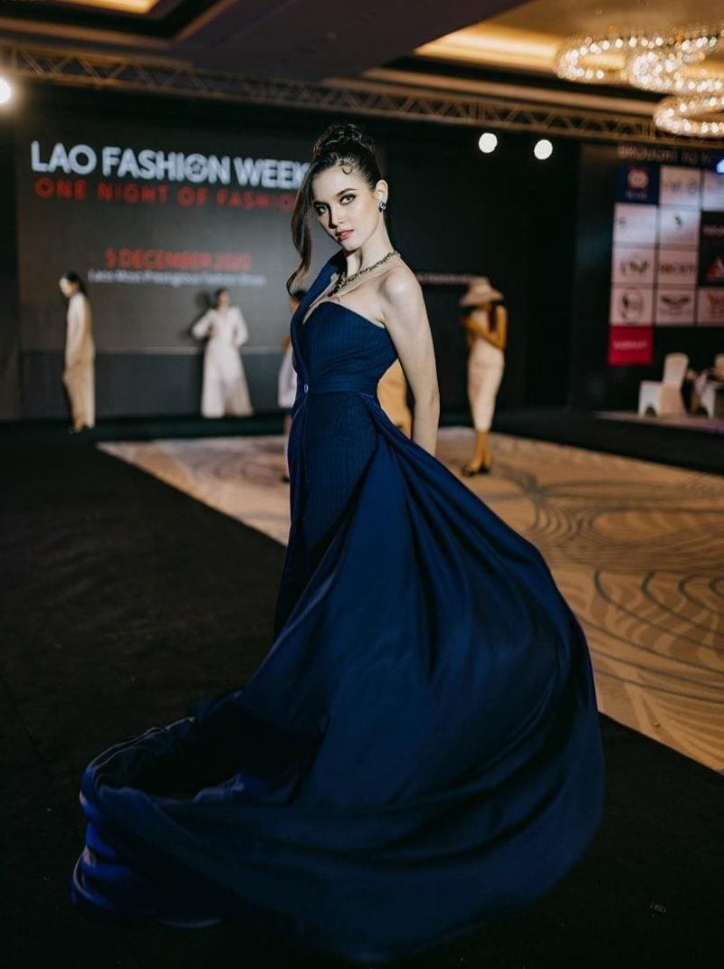 Christina trình diễn tại Lao Fashion Week 2020.
