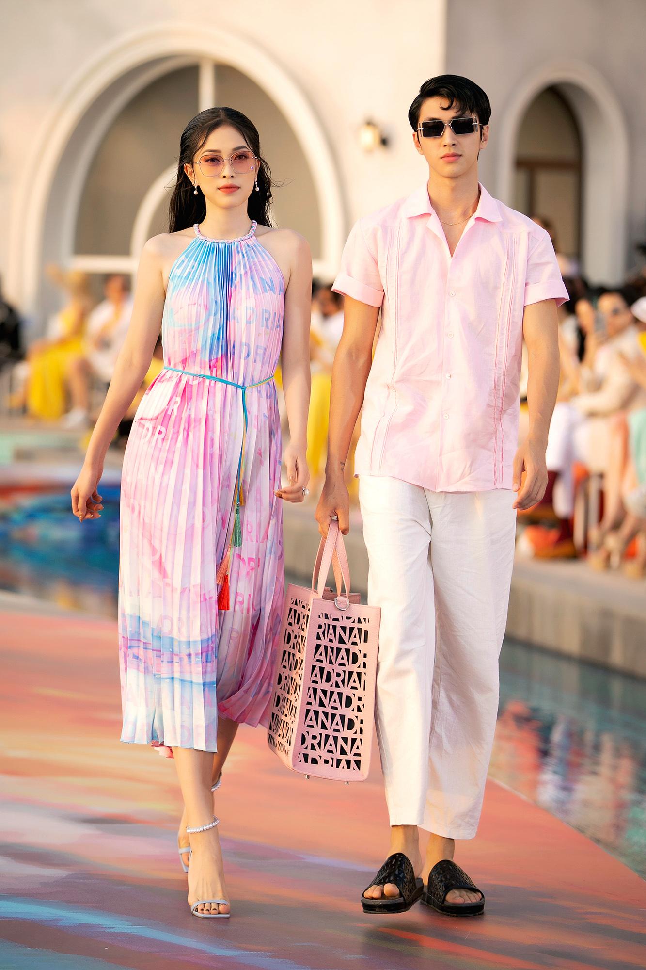 Phương Nga catwalk cùng bạn trai