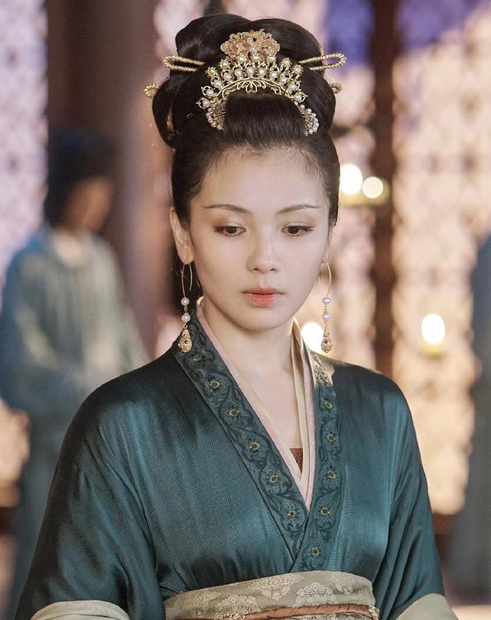 Lưu Đào diễn cảnh hôn Châu Du Dân