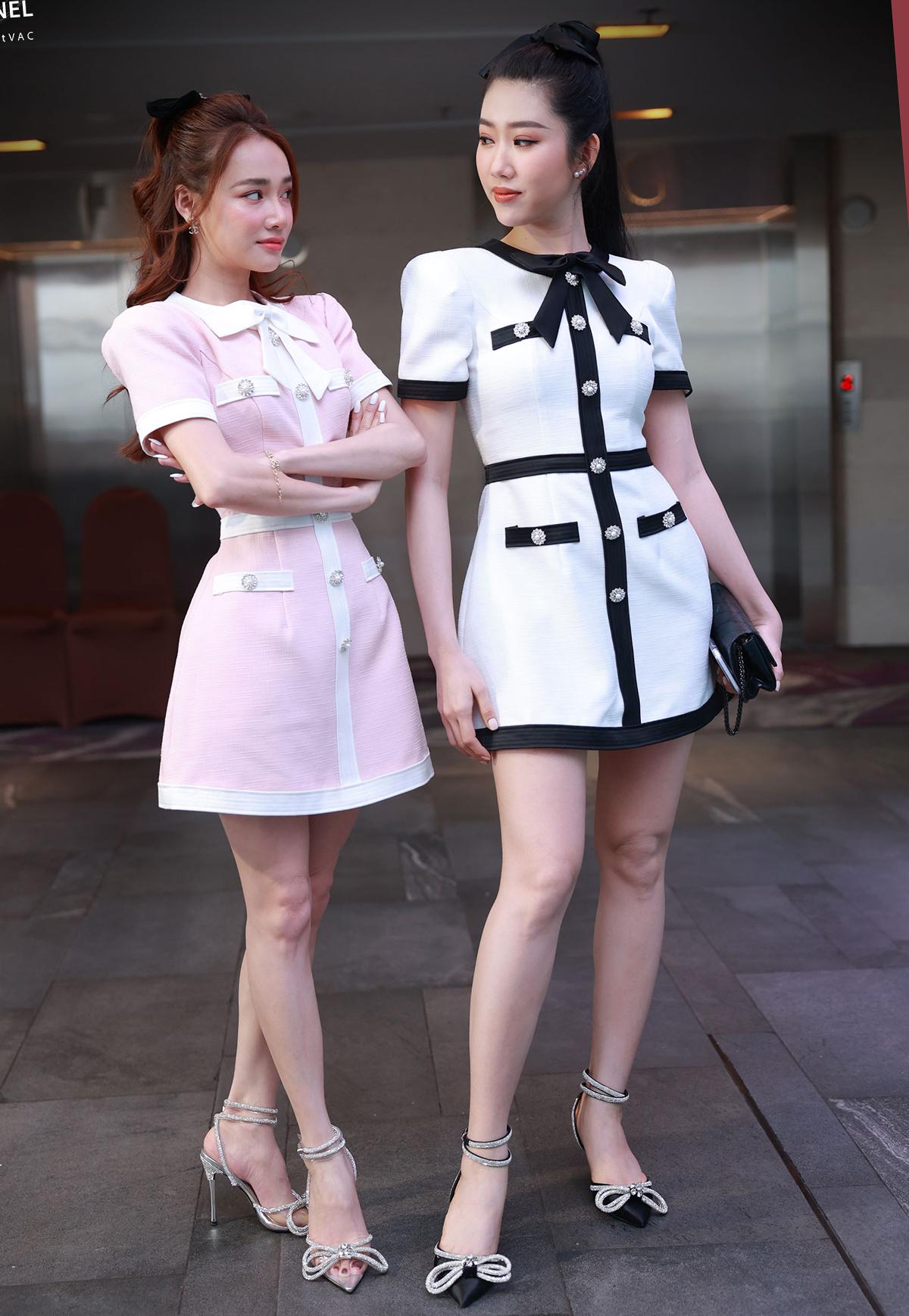 Nhã Phương (trái) và Thúy Ngân trong buổi ra mắt phim Cây Táo nở hoa tại TP HCM, chiều 25/3. Ảnh: VieChannel.