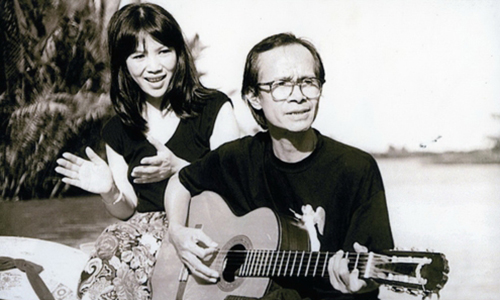 Trịnh Vĩnh Trinh bên anh trai - nhạc sĩ Trịnh Công Sơn.