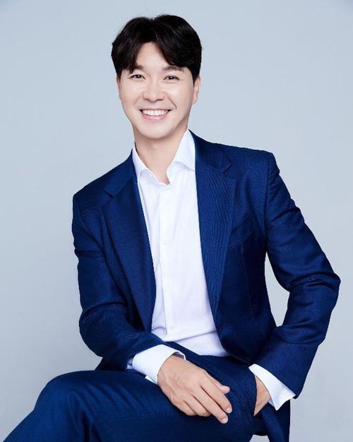Diễn viên kiêm MC Park Soo Hong. Ảnh: SBS.