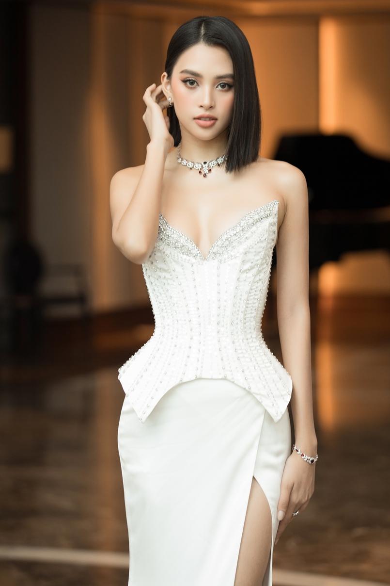 Hoa hậu Tiểu Vy cho biết áp lực duy nhất của cô là sắp xếp thời gian để đồng hành cùng cuộc thi, vì người đẹp đã lên nhiều kế hoạch riêng cho năm nay.