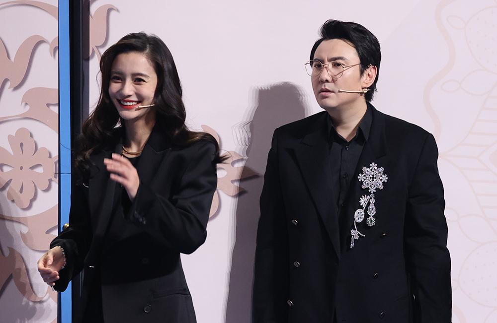 Angelababy và Thẩm Đằng trong chương trình. Ảnh: Zhejiang TV.