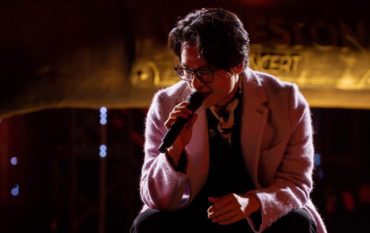 """Live concert """"Veston"""": Hà Anh Tuấn khóc, cười trên sân khấu"""